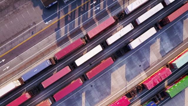 vídeos y material grabado en eventos de stock de freight trains in the port of tacoma - tren de carga