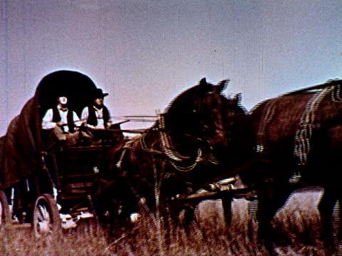 vídeos y material grabado en eventos de stock de / freight truck; horse and wagon; swamp; steam locomotive; cars driving over bridge. - tracción de caballos
