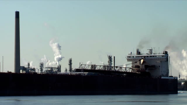 frachter & fabriken (hd ntsc - frachtschiff stock-videos und b-roll-filmmaterial