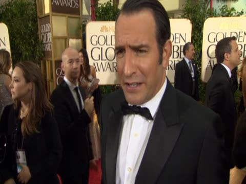 vídeos de stock, filmes e b-roll de french actor jean dujardin says how he reacted when film director michel hazanavicius approached him for the film the artist - jean dujardin