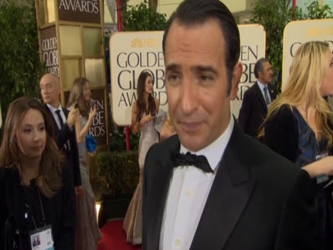 vídeos de stock, filmes e b-roll de french actor jean dujardin talks about the film the artist - jean dujardin