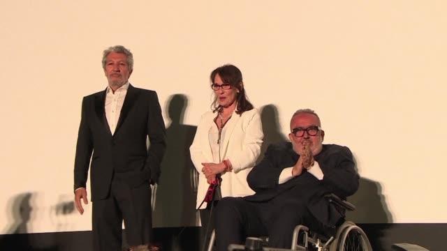 FRA: French cult flick La Cite de la Peur screened on Cannes beach