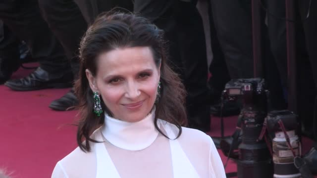 french actress juliette binoche on the red carpet for the premiere of okja at the cannes film festival 2017 friday 19th, may 2017 - cannes, france - juliette binoche stock videos & royalty-free footage