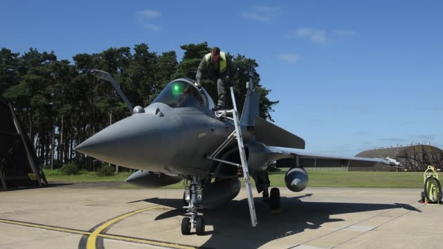 french air force dassault rafales prepare for take off from raf lakenheath for exercise point blank 27 june 2019 - aircraft canopy stock videos & royalty-free footage