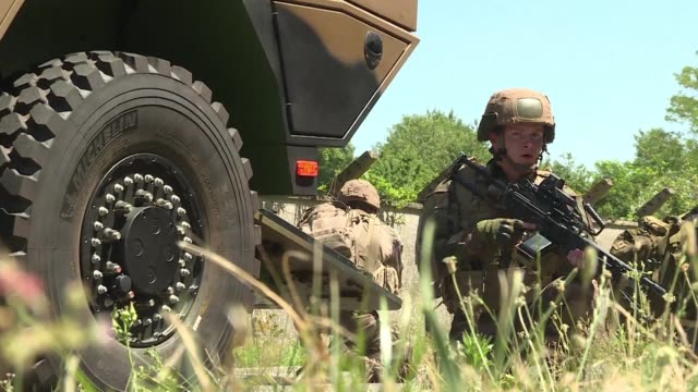 french army soldiers demonstrate their new heavy multipurpose armoured tank the griffon - esercito militare francese video stock e b–roll