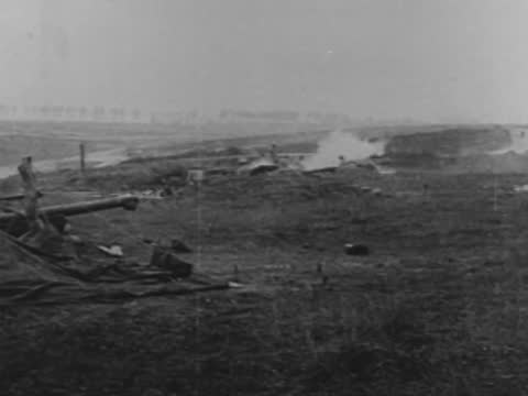 french artillery firing at enemy's positions - ww1 battle stock videos & royalty-free footage