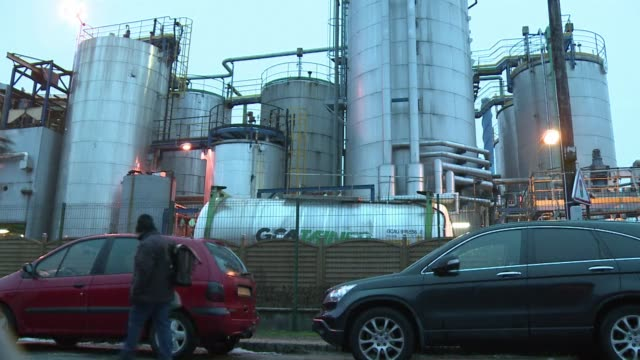 french authorities say clean up operations are well underway after a foul smelling gas leak caused nausea and headaches across northern france. clean... - brechreiz stock-videos und b-roll-filmmaterial