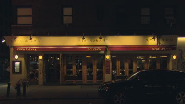 stockvideo's en b-roll-footage met ts french cafã© with planters and traffic reflection in window / new york, new york, usa - bar gebouw