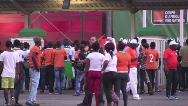 stockvideo's en b-roll-footage met french coach herve renard moves closer to a second africa cup of nations triumph as ivory coast defeat democratic republic of congo 31 in a semifinal... - halve finale