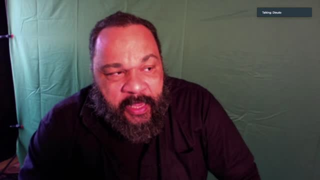 vidéos et rushes de french comedian dieudonne m'bala m'bala is preparing to request a political asylum in turkey explaining that he has been exposed to racism in his... - expliquer