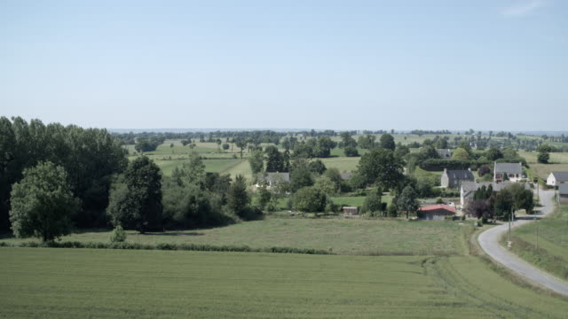 vidéos et rushes de french countryside / rennes, france - scène rurale