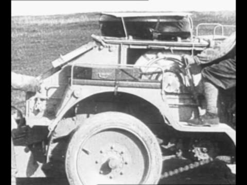 french crew works with observation balloon on ground during world war i / cable controlling balloon unwinds from vehicle / balloon ascends as crew... - ausgefranst stock-videos und b-roll-filmmaterial