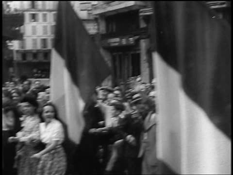 french crowd with banners + french flags marching in streets at liberation of paris / doc. - 1944 bildbanksvideor och videomaterial från bakom kulisserna