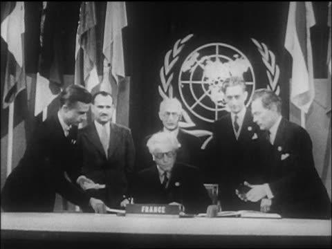 vídeos y material grabado en eventos de stock de french delegate signing un charter as leaders stand behind him / sf / newsreel - 1946