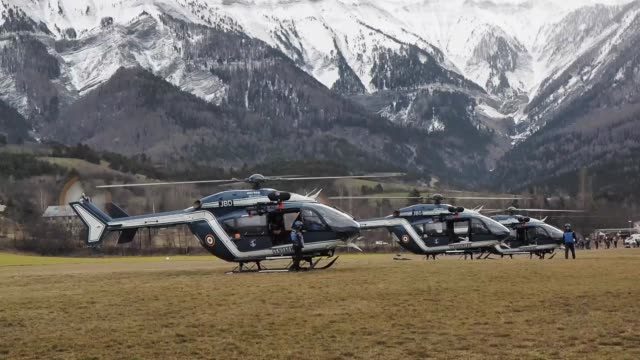stockvideo's en b-roll-footage met french emergency services members carry out search and rescue operations near the site where a germanwings flight crashed on the french alps, in la... - dawn french