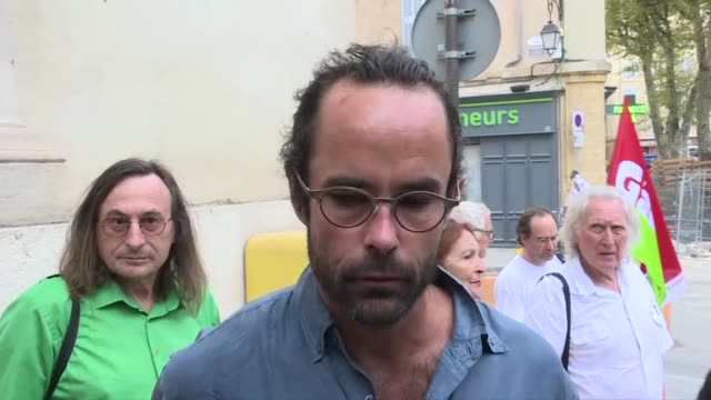 vídeos de stock, filmes e b-roll de a french farmer who became a symbol of the migrant crisis for helping africans sneak across the border from italy arrives at an appeals court in aix... - aix en provence
