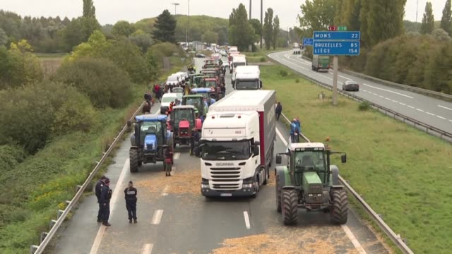 french farmers fed up with european regulations and what they see as an unfair system blocked roads in northern france in protest over pesticide... - mercosur stock videos & royalty-free footage