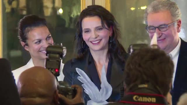vídeos de stock, filmes e b-roll de french films have doubled their global box office in 2017 thanks to the popularity in china of the sci fi epic valerian and the city of a thousand... - juliette binoche