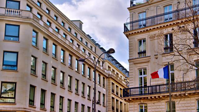 フランス国旗の空気。住宅街。パリスカイライン - ジャスパー国立公園点の映像素材/bロール