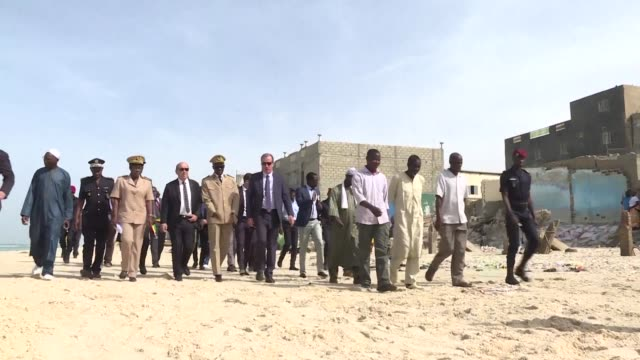 french foreign affairs minister jean yves le drian visits the city of saint louis in senegal to observe the impact of coastal erosion that threatens... - saint louis bildbanksvideor och videomaterial från bakom kulisserna