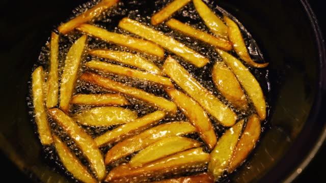 vidéos et rushes de pommes frites - huile de table