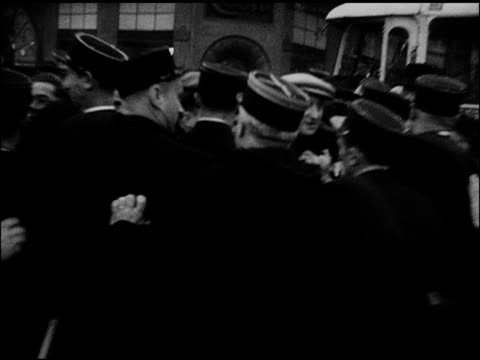 vídeos de stock e filmes b-roll de french gendarmes police begin to push back crowd of people each other ha ws sea of people moving w/ police pushing - 1947