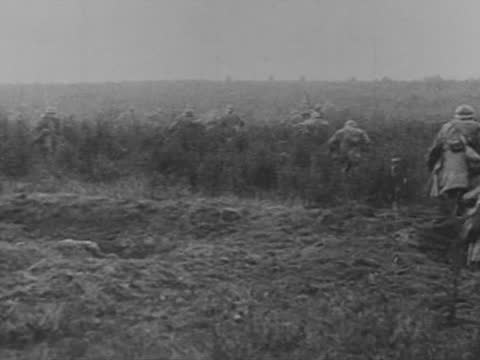 french infantry go on the attack - ww1 battle stock videos & royalty-free footage