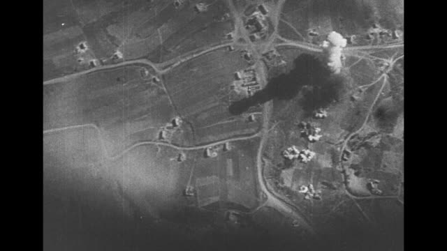 vidéos et rushes de [vo french language throughout] aerial views of german bombers emblazoned with balkenkreuz logo dropping flurries of bombs on russia with explosions... - wehrmacht