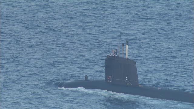 vidéos et rushes de french nuclear submarine entering toulon - var