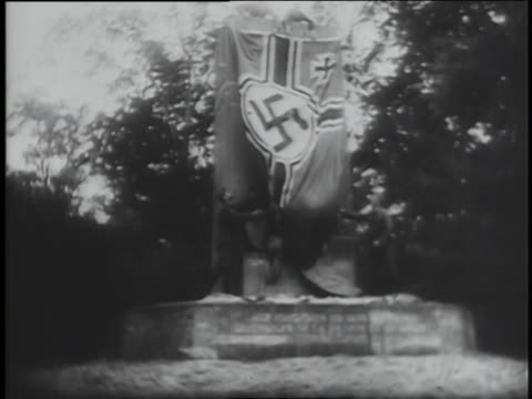 french officials meet with hitler to surrender. - arrendersi video stock e b–roll