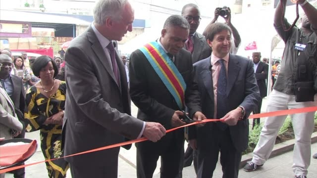 french phone operator orange launched on wednesday its network in the democratic republic of congo by opening its first 3g store in kinshasa clean... - 3g stock videos & royalty-free footage