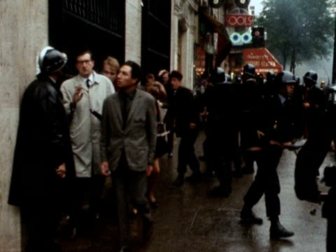 french police hit pedestrians with rifles and batons during the student protests in paris 1968 - 1968 bildbanksvideor och videomaterial från bakom kulisserna