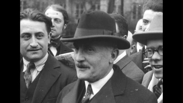 french premier joseph caillaux, wearing hat, stands outdoors with others / note: exact year not known; film has nitrate deterioration - demokrati bildbanksvideor och videomaterial från bakom kulisserna