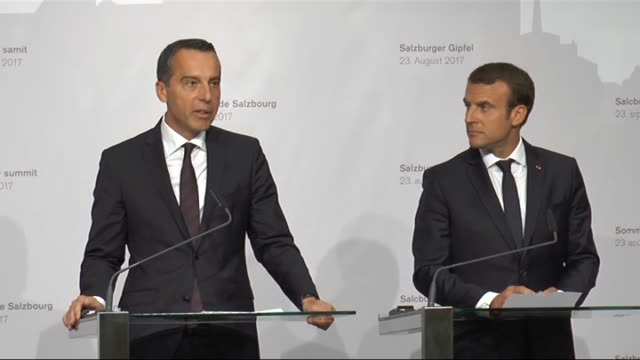 stockvideo's en b-roll-footage met french president emmanuel macron and austrian prime minister christian kern hold a press conference after their meeting in salzburg austria on august... - oostenrijkse cultuur