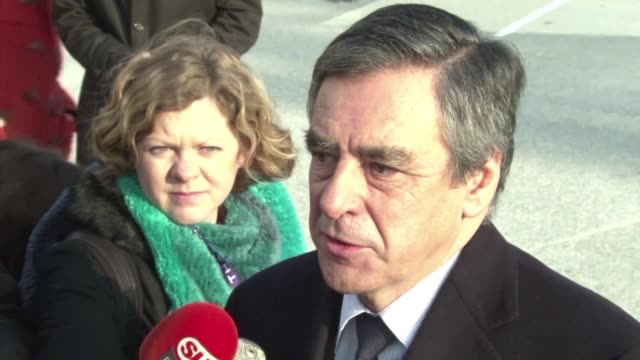 vídeos y material grabado en eventos de stock de french presidential candidate francois fillon has lashed out at the contempt and misogyny of satirical weekly canard enchaine following accusations... - satírico
