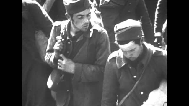 french prisoners of war - campo di concentramento video stock e b–roll