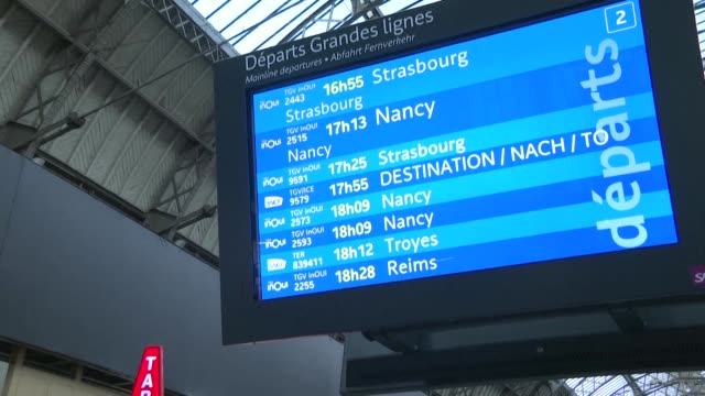 vídeos de stock e filmes b-roll de french rail operator sncf is forecasting very limited traffic this weekend with three out of 10 regional trains one out of six greater paris trains... - 10 seconds or greater