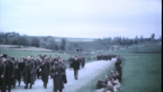 french refugees walking down a road during world war ii - prisoner video stock e b–roll