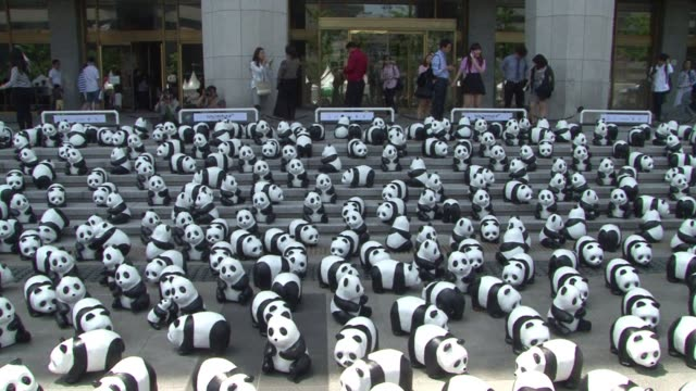 French Sculptor Paulo Grangeon's exhibition of 1600 panda sculptures in Seoul is aimed of increasing public awareness of wildlife conservation