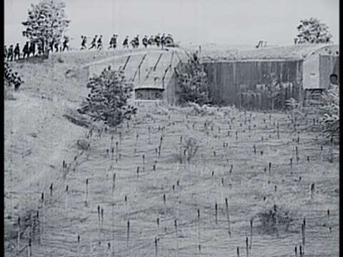 vídeos de stock e filmes b-roll de french soldier patrolling top of casemate ws soldiers running above bunker field of barbed wires ms casemates in field ws field of barbwires on... - linha maginot