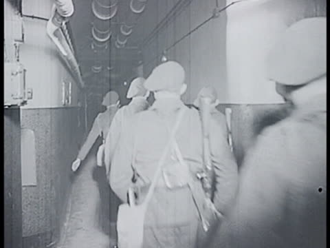french soldiers equipping rifles running through halls. soldiers running up stairs. soldiers setting up machine gun turrets in bunker. soldiers... - maginot linie stock-videos und b-roll-filmmaterial