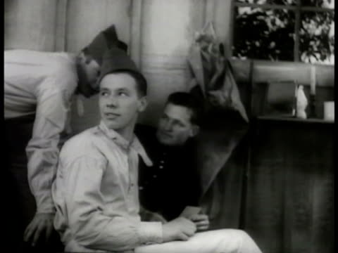 vidéos et rushes de dramatization french soldiers in barracks 'young anatole deibler' in french uniform in barracks other soldiers ignoring him 'young anatole deibler'... - 1936