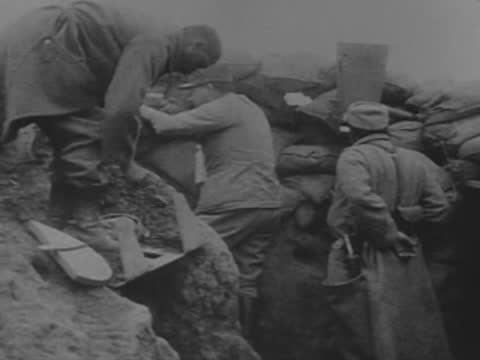 french soldiers in trenches - ww1 battle stock videos & royalty-free footage