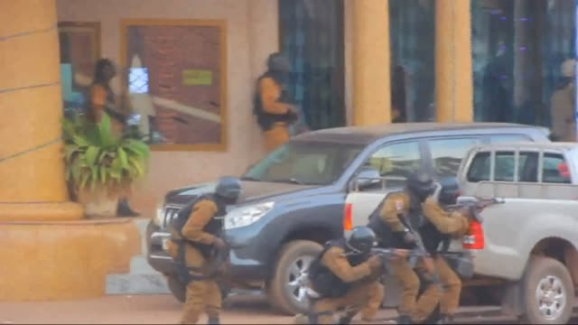 french special forces take position in the surroundings of the splendid hotel following an attack by alqaeda linked gunmen on january 16 2016 in... - 武力攻撃点の映像素材/bロール