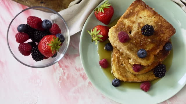 french toast with berries and maple syrup - french food stock videos & royalty-free footage