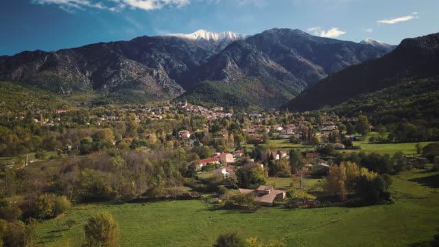 vidéos et rushes de french village of vernet-les-bains under the canigou mountain by drone - france