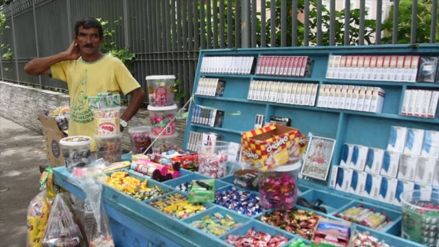 vídeos de stock, filmes e b-roll de frequent site in recife, and throughout brazil is that of the street vendor offering candy, cigarettes and other products. - feirante