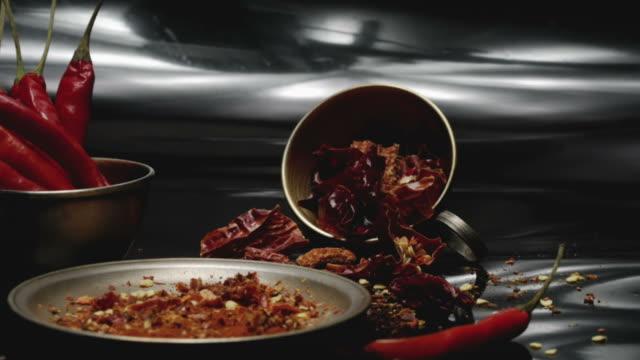 Frische und getrocknete chili