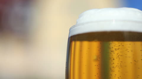 fresh beer close-up (loopable) - frische stock videos & royalty-free footage