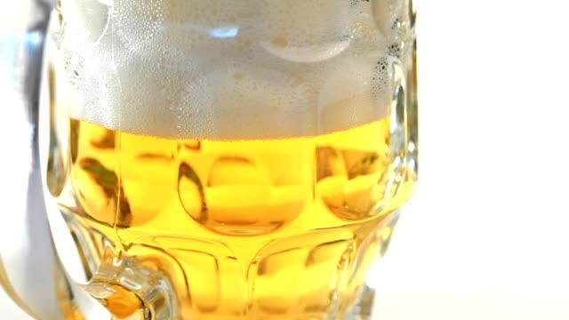 frisches bier - einige gegenstände mittelgroße ansammlung stock-videos und b-roll-filmmaterial